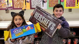 Big Candy Bars At Hershey's Chocolate World! Vlog