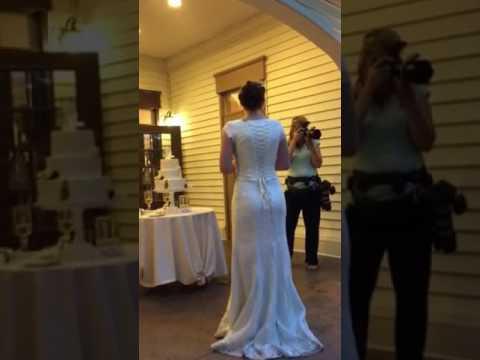 wedding-bouquet-toss-proposal