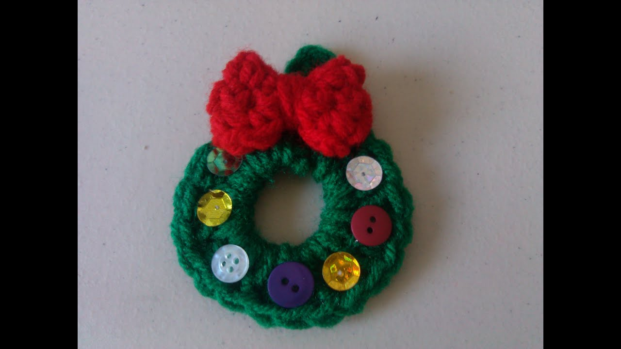 Crochet Christmas wreath ornament - YouTube