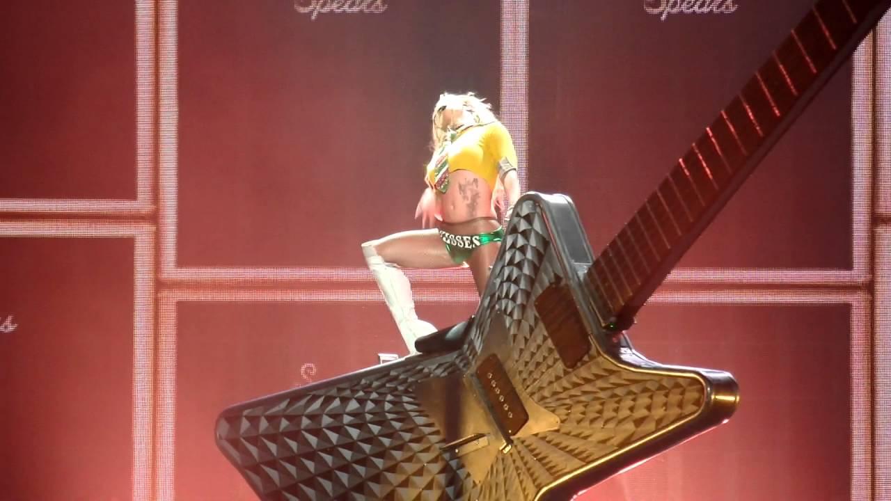 Britney Spears : Piece Of Me I Love Rock N Roll Oct.26