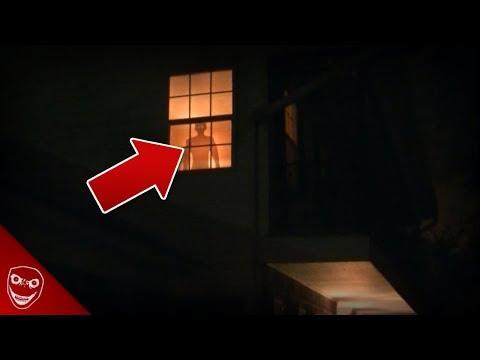 Was steht da am Fenster? - Die Frau hinter dem Vorhang!