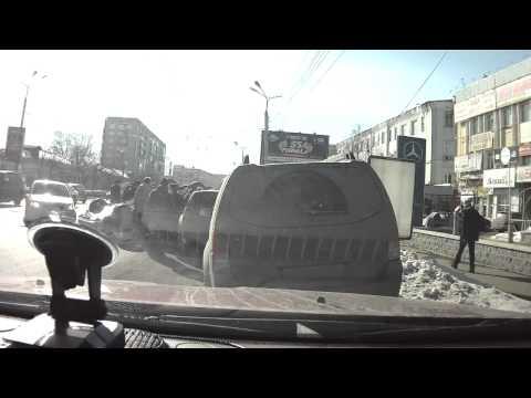 ДТП Омск: переворот автомобиля на пр. К. Маркса