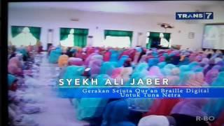 Pembagian Quran Braille Digital untuk Penerima Manfaat di Bandung.