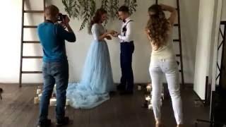 Бекстейдж съемки в цвете марсала и голубой - Декораторы в Киеве