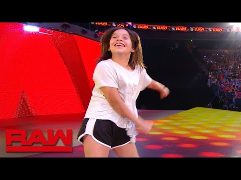 A WWE Fan Channels Carmella During TV Break: Raw Exclusive, June 3, 2019