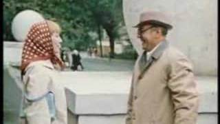 Фрагмент из фильма «Покровские ворота»(Фрагмент из фильма «Покровские ворота» (Мосфильм, 1982), в котором происходит встреча Людочки и Глеба возле..., 2008-01-15T21:56:41.000Z)