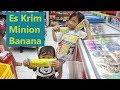 Zalfa Beli Es Krim Terbaru Ice Cream Minion Banana, Eh zulfanya malah pengen es krim juga