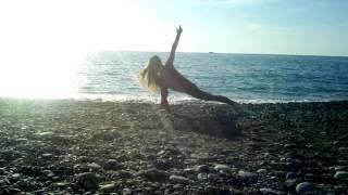 Занятие на берегу моря. Растяжка, йога (видеоурок)