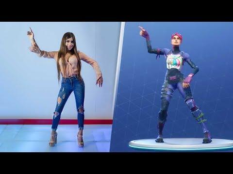 Youtubers imitando los bailes de Fortnite