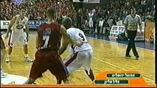 הפועל ירושלים נגד גליל עליון 2001 עם הסל של טפירו