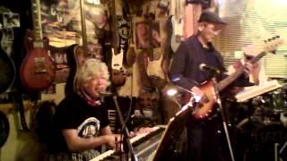 稲松 実 キーボード、ボーカル 臼杵 秀樹 ベース 木村 誠 ドラム.