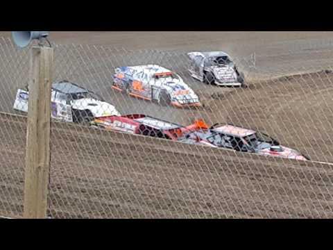 4-29-17 Cedarlake Speedway mod heat action