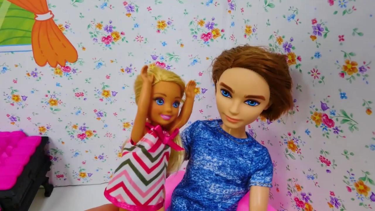 Giochi con le bambole barbie video per bambini in for Altalena con scivolo per bambini