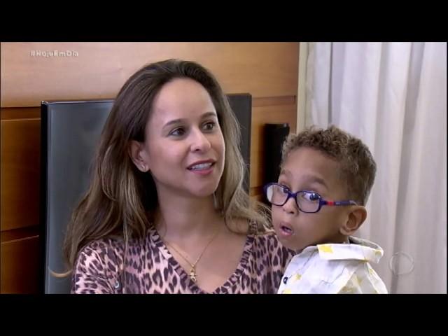 Dr. Sproesser conhece menino que sobreviveu após ser desenganado com síndrome rara