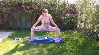 Поза Борца Сумо.Хатха  йога для начинающих.