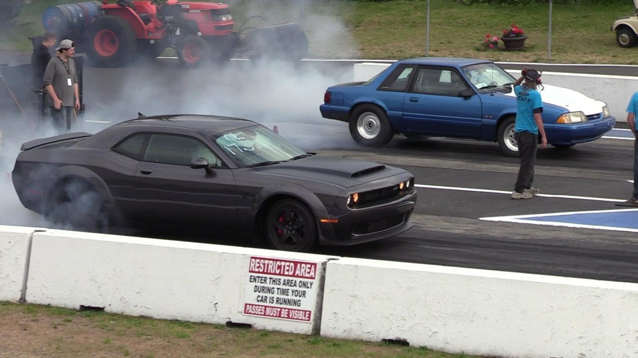 Dodge Demon vs Mustang Fox Body - 1/4 mile drag race - YouTube