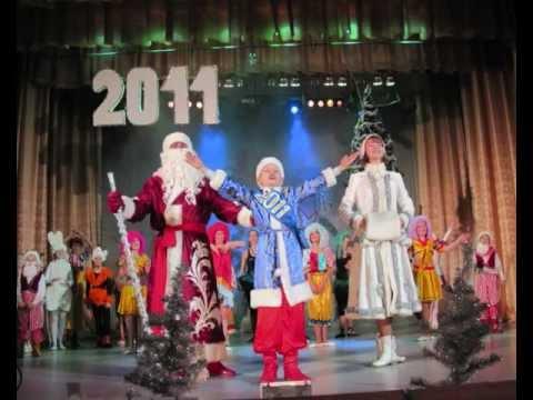 Cмотреть видео онлайн Костюмы новогодние детские. Идеи, фото