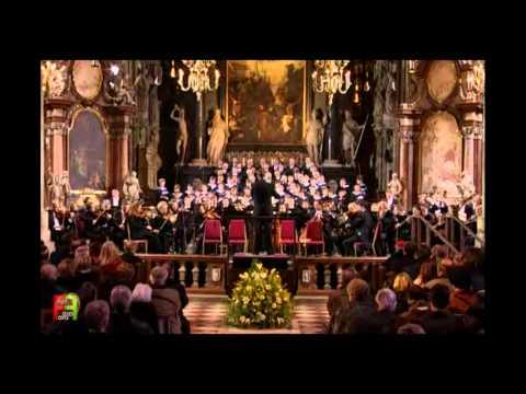 12.Wiener Sängerknaben - Ave Verum Corpus, K.618. ( A Mozart Celebration ).