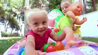 Alicia y su hermana descubren nuevos juguetes de Peppa Pig