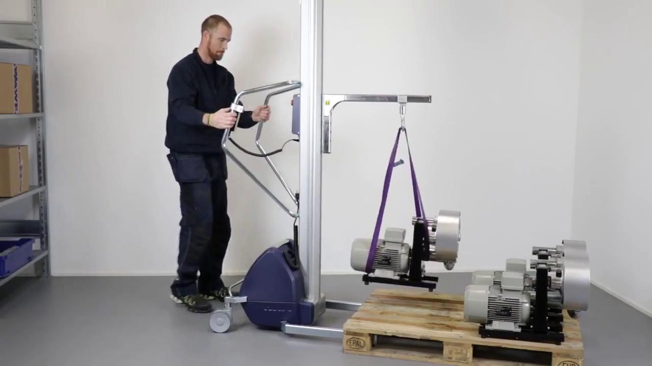 Carretilla elevadora con gancho para manipular componentes