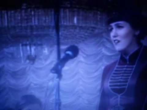 Osmanlı torunu Müslüman Çerkes kızı türkü şarkı söylüyor - Müslüm circassian girl sing a sadly song