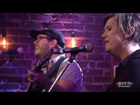 Garrison Starr & The Wealthy West perform Im Guilty on DittyTV