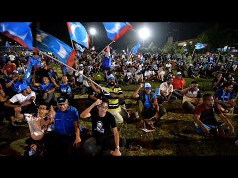 Celebrations as Malaysia's Mahathir wins shock election victory