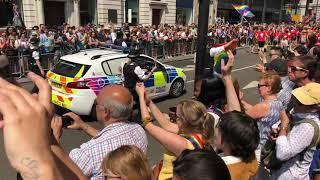 Zobaczcie to! Wszystkie brytyjskie służby miejskie zaangażowane w promocję LGBT!