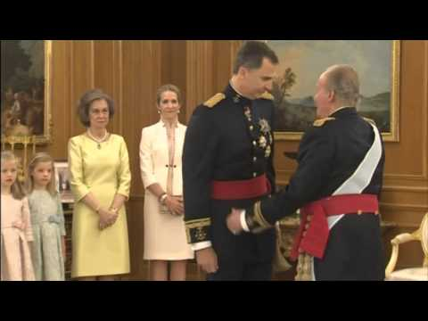 Spain's new king Felipe VI receives the royal sash