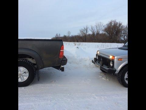 Тойота хайлюкс против Нивы 5 дверной по снегу.