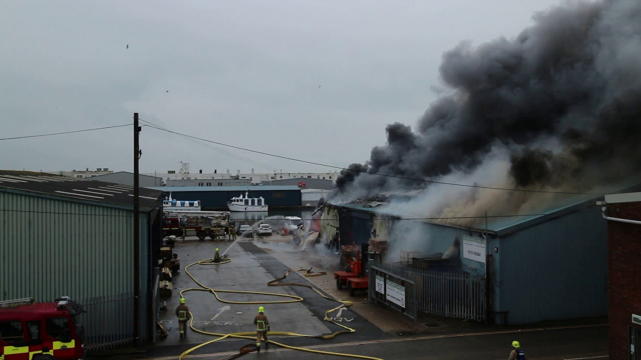 Brighton And Hove News Huge Fire Breaks Out By Hove Lagoon