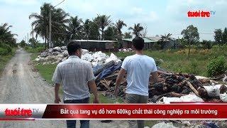 Bắt quả tang vụ đổ hơn 600kg chất thải công nghiệp ra môi trường | Truyền Hình - Báo Tuổi Trẻ