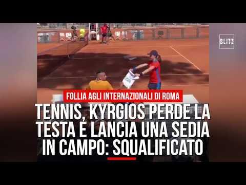 Tennis, Kyrgios perde la testa e lancia una sedia in campo: squalificato