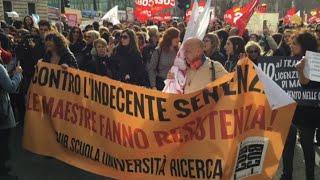 Sciopero scuola, migliaia di maestri precari manifestano a Roma