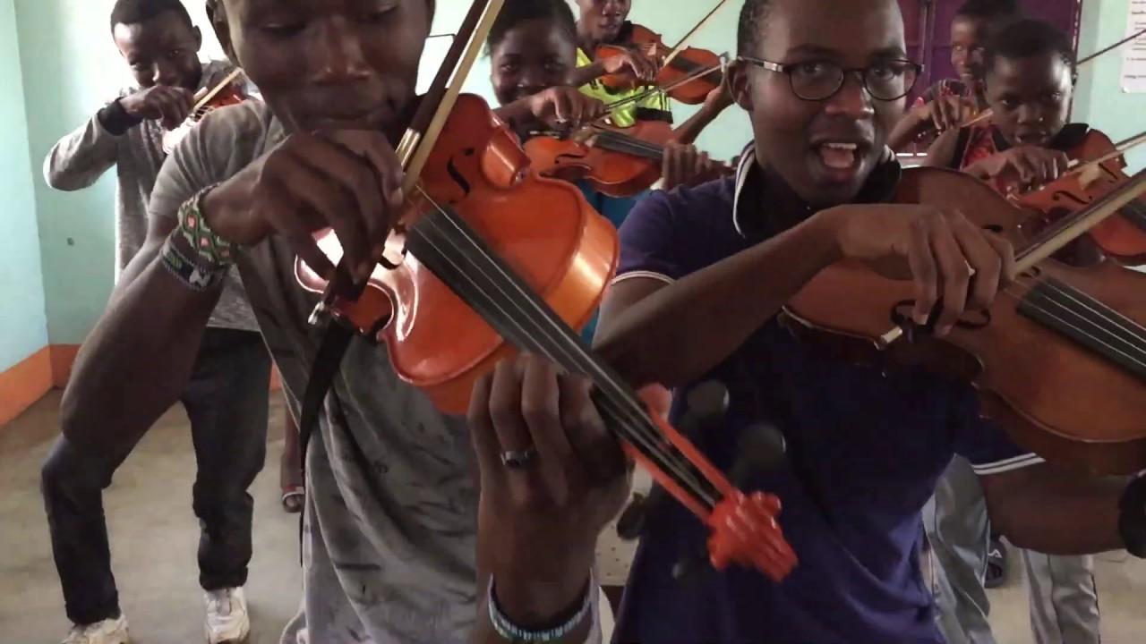 Staendchen Geigen und Celli