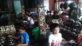 "Video latihan karawitan anak anak Desa Bugo RW 05 Gentan ""sworo suling"" part1 download MP3, 3GP, MP4, WEBM, AVI, FLV November 2018"