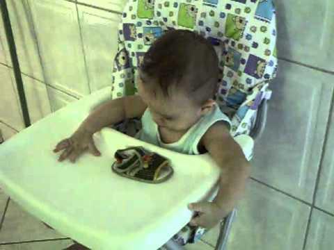 Arthur Vargas (na cadeira de papinha)