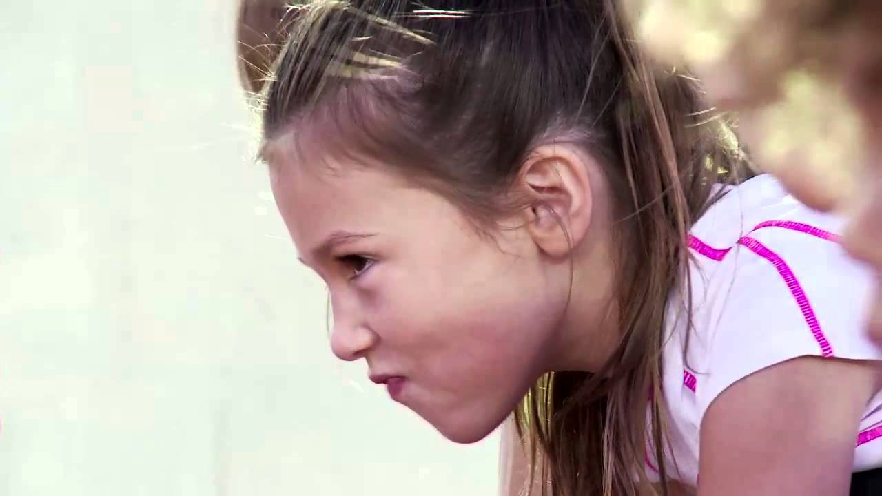 88c389eeb Ropa deportiva niños - YouTube