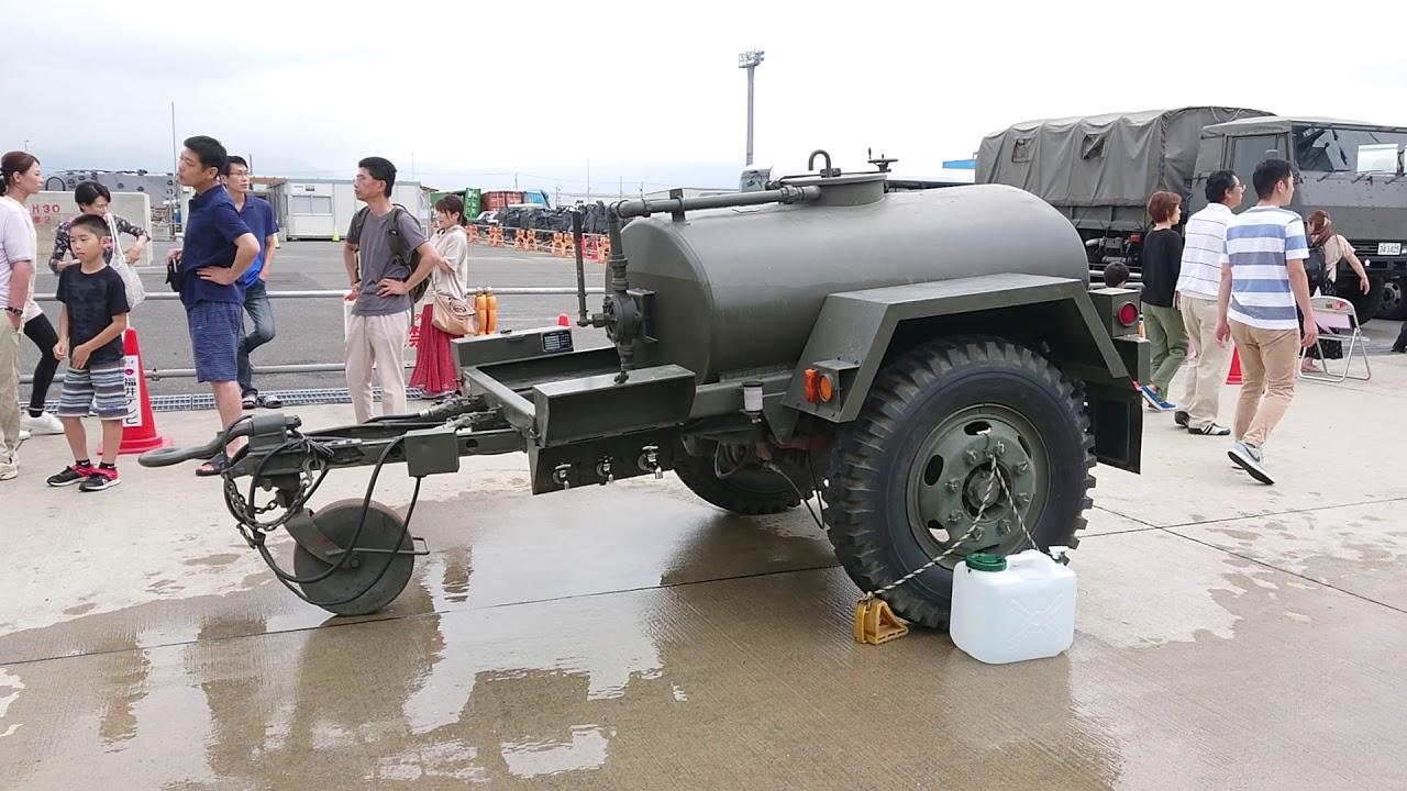敦賀港に止まっていた1t水タンクトレーラ - YouTube