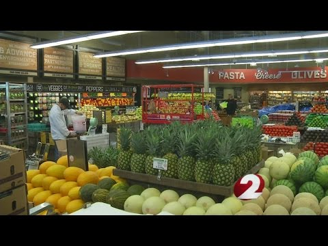 Whole Foods enters grocery wars; touts organic produce, personal trainer