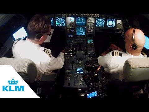KLM Cockpit Tales: Part 5 - How Pilots Communicate With Air Traffic Control
