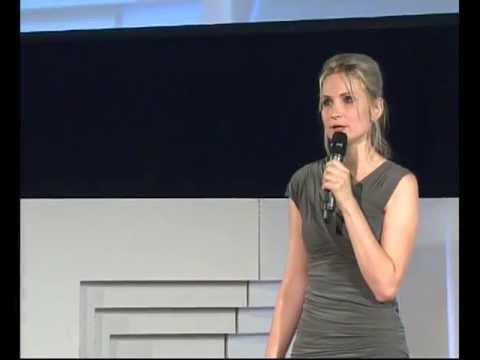 Máme více svobody než 90% planety, tak proč... stavíme zdi?: Iva Roze Skochová at TEDxPrague 2013