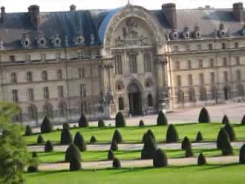 Busing to Bliss in Paris: $5 tour ending with best brioche in city