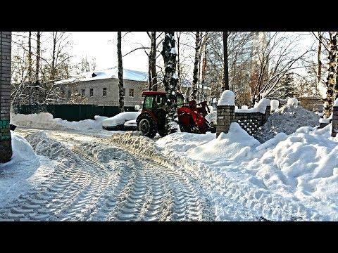 Уборка придомовой территории от снега на Короленко 33