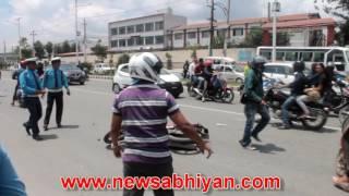बानेश्वरको सिभिल हस्पिटल अगाडि मोटरसाइकल दुर्घटना हुँदा जे देखियो !