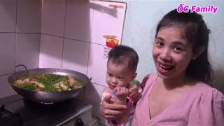 Beautiful Mom Cooking CARP FISH In The Kitchen With Her Cute Baby   ỐC Family