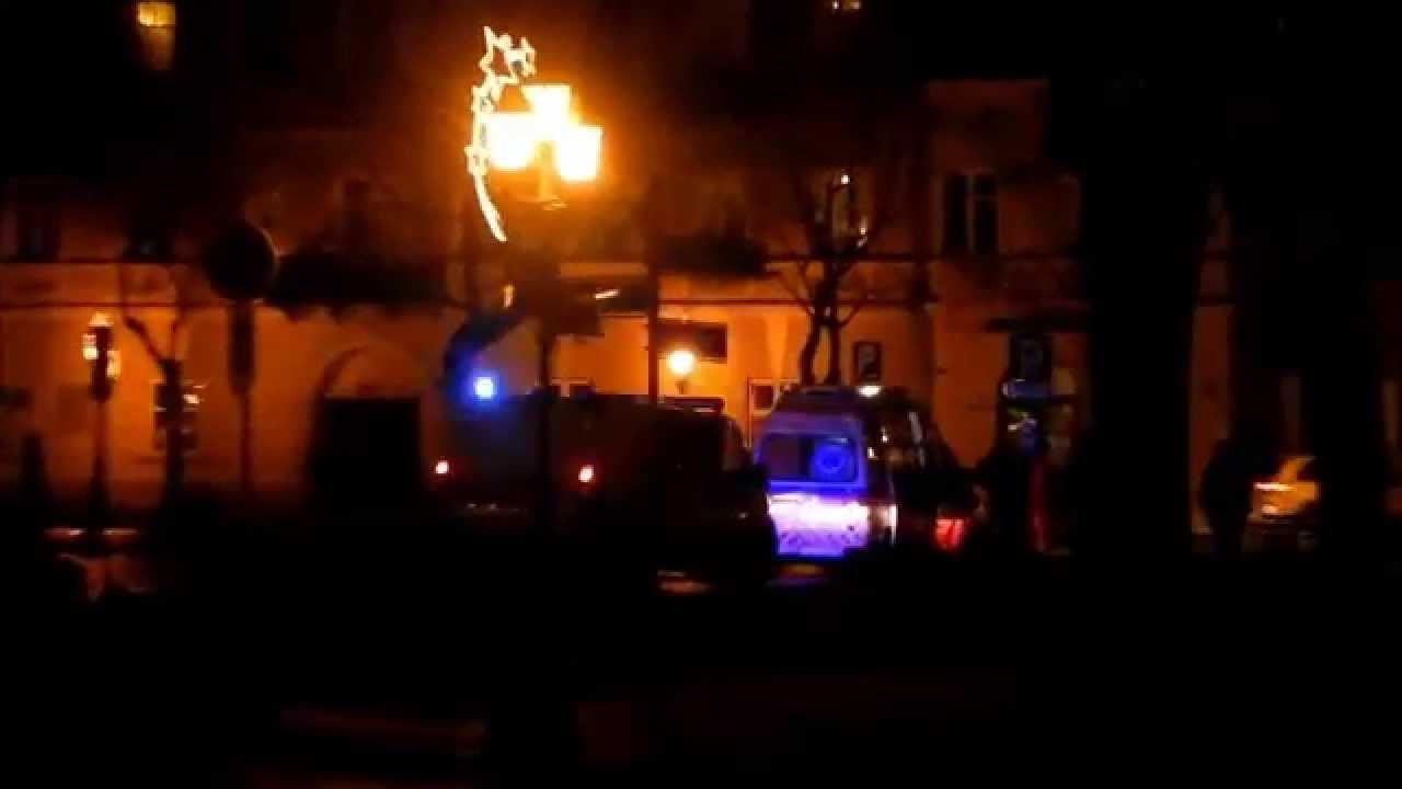 Interwencja policji oraz karetki pogotowia w centrum Łowicza.