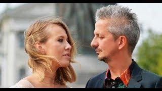 Сразу после регистрации брака Собчак и Богомолов отправились на венчание в карете и эффектных наряда