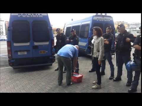 Pescara antisommossa contro la protesta dei libri for Mercatino dell usato pescara
