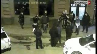 В Краснодаре девушки подрались у входа в ночной клуб